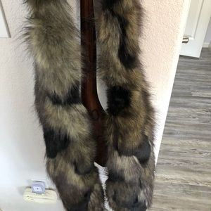 New and never worn Faux fur scarf